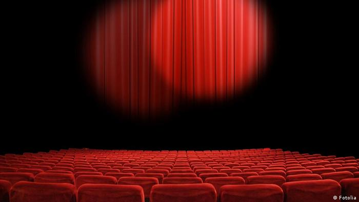 Red curtains at empty movie theater (Fotolia)