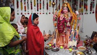Members of Pakistan's Hindu community attend rituals