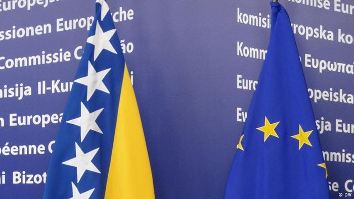 Brüssel Flagen der EU und Bosnien und Herzegowina