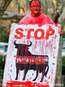 ARCHIV - placard showing Stop and a bloodied bull, +++(c) dpa - Bildfunk+++
