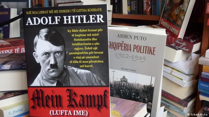 Hitlers Buch Mein Kampf in einer Buchhandlung in Tirana