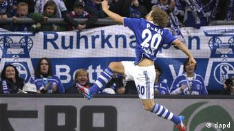 Schalke's Teemu Pukki of Finland celebrates after scoring during the German first division Bundesliga soccer match between Schalke 04 and Hamburg SV Sunday, March 11, 2012 in Gelsenkirchen, Germany. (Foto:Frank Augstein/AP/dapd) - NO MOBILE USE UNTIL 2 HOURS AFTER THE MATCH, WEBSITE USERS ARE OBLIGED TO COMPLY WITH DFL-RESTRICTIONS, SEE INSTRUCTIONS FOR DETAILS -