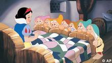 Schneewittchen und die sieben Zwerge. Snow White and the Seven Dwarfs Blu-ray(TM) + DVD Combo Pack Oct. 6, 2009. (PRNewsFoto/Walt Disney Studios Home Entertainment)