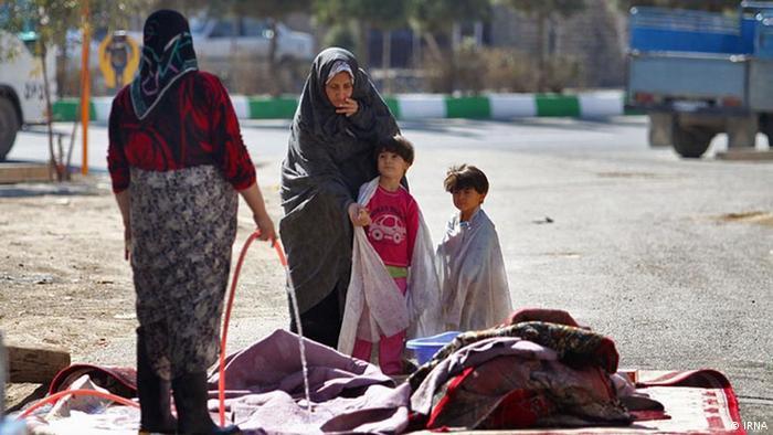 خدمات خانگی بدون مزد برای اعضای خانواده به دو بخش تقسیم شده (شامل تهیه و آماده کردن غذا، تمیز کردن خانه و غیره) که بطور متوسط ٢ ساعت و ۵۰ دقیقه وقت ایرانیان را میگیرد.