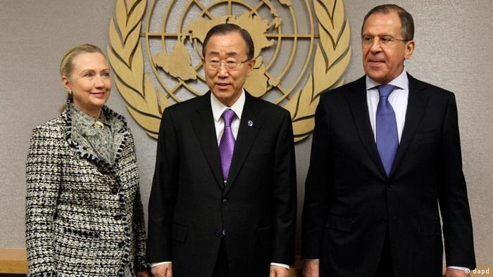 US Secretary of State Hillary Rodham Clinton, and Russian Foreign Minister Sergei Lavrov flank UN Secretary-General Ban Ki-moon
