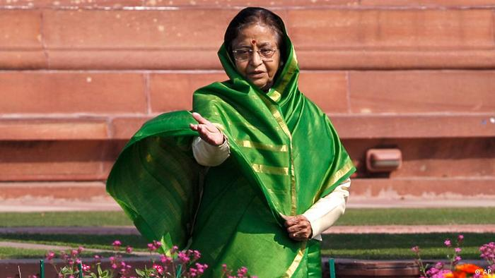 Indian President Pratibha Patil gestures as she admires the flowers at Mughal Garden during a press preview of the garden in New Delhi, India, Thursday, Feb. 9, 2012. The 15-acre Mughal Gardens, designed by Sir Edwin Lutyens, will be opened to the public for a month from February 10 to March 15. (AP Photo/Saurabh Das)