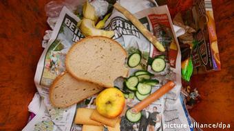 سالانه در آلمان معادل بیست میلیارد یورو موادغذایی هنوز قابل مصرف دور ریخته میشود