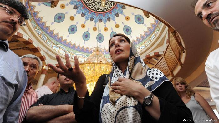 Мечети открывают свои двери
