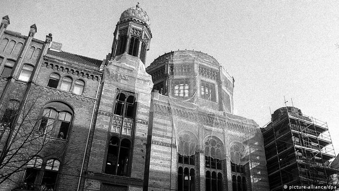 Deutschland Geschichte Bildergalerie Juden in Berlin Synagoge Oranienburger Straße Grundsteinlegung