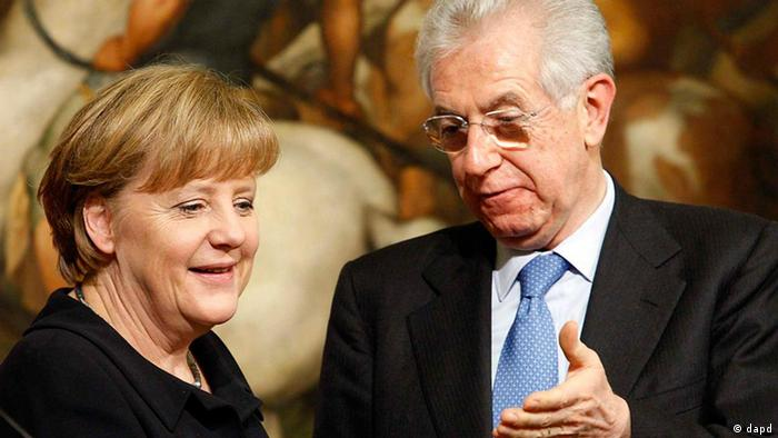 Italian Premier Mario Monti, right, and German Chancellor Angela Merkel arrive for a press conference at Palazzo Chigi's government office, in Rome, Tuesday, March 13, 2012. Mario Monti, flanked by German leader Angela Merkel, urged Europe on Tuesday to focus as much on growth as it has on battling debt threats, especially as the financial crisis shows signs of easing. (Foto:Mauro Scrobogna, Lapresse/AP/dapd)