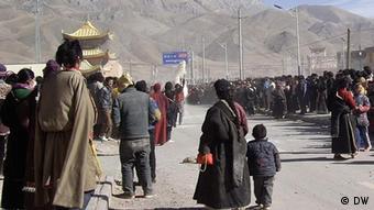Etwa 5000 Tibeter forderten die Pejinger Regierung bei einer Kundgebung Freiheit für Tibet auf. Ort: Nangqian in der Provinz Qinghai Datum: 08. Feb. 2012 Fotograf: Rinzin Wangmu