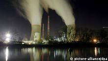 Deutschland E.ON Kraftwerk Staudinger bei Großkrotzenburg Nachtaufnahme