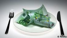 100 euro bank besteck erbe essen euro geld geld ausgeben geldanlage geldreserve gold inflation lebensmittel luxuriös luxus reich reichtum scheine sparbuch sparen spargroschen teller teuer unbescheiden verschwenderisch verschwendung Geld © Lichtbildnerin #8936810
