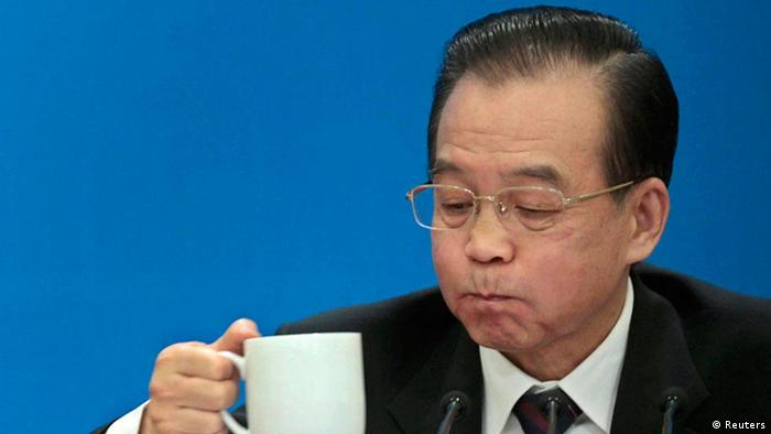 China's Premier Wen Jiabao drinks tea as he takes a break during a news conference after the closing ceremony of the National People's Congress (NPC) at the Great Hall of the People in Beijing, March 14, 2012. REUTERS/Jason Lee (CHINA - Tags: POLITICS TPX IMAGES OF THE DAY)