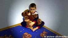 Symbolbild Gewalt gegen Kinder (picture-alliance/dpa)