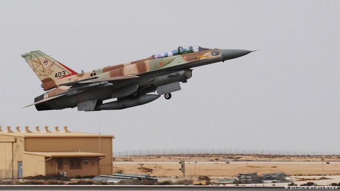 An F-16I fighter plane takes off at Ramon Air Base in Negev, southern Israel, November 19, 2008. Israel on Wednesday displayed air power it could use to attack Iran's suspected nuclear weapons during an exhibition for journalists. Photo: Yin Bogu Xinhua /Landov +++(c) dpa - Report+++