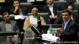 مجلس شورای اسلامی با تحقق حدود نیمی از درآمدهای دولت از محل اجرای مرحله دوم قانون هدفمندی یارانهها موافقت کرد