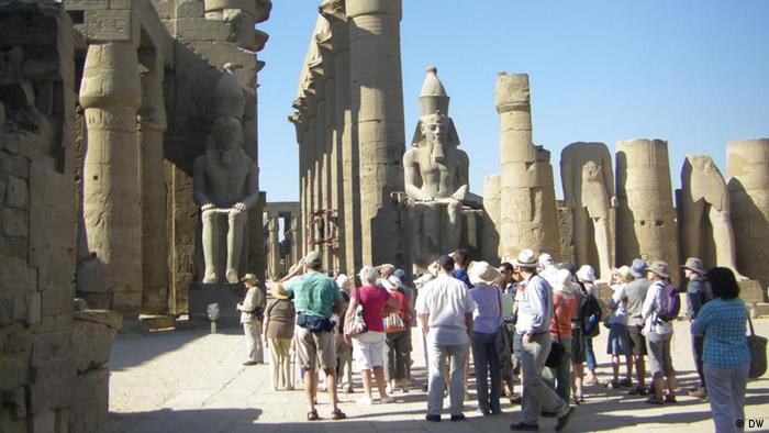 Tourists at temple sites in Luxor, southern Egypt (Photo: Abderrahmane Ammar, DW-Arabic)