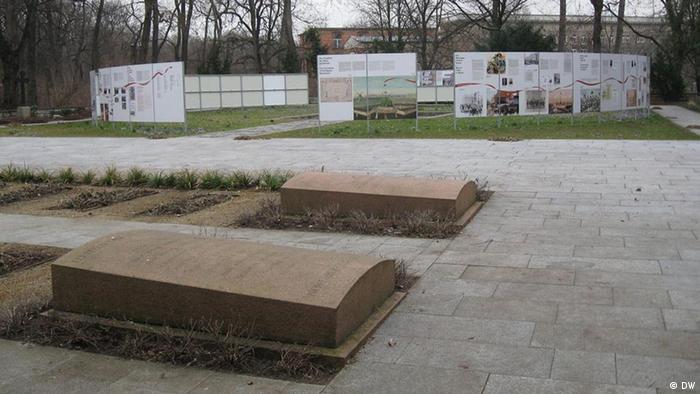Friedhof der Märzgefallenen mit der Ausstellung. Copyright: DW/Maciej Wisniewski März, 2012