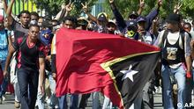Thousands of East Timorese demonstrators shout slogans against Prime Minister Mari Alkatiri and for President Xanana Gusmao in front of government building in DIli, the capital of East Timor, Saturday, June 24, 2006. East Timor's president said he would decide whether to resign after hearing Saturday if the ruling party had agreed to sack the prime minister, who he blames for weeks of violence and political chaos. As members of the ruling Fretilin party met to deliberate their next political move, hundreds of people, loyal to President Xanana Gusmao poured onto the capital's streets to show their support. (ddp images/AP Photo/Firdia Lisnawati).
