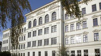 The facade of the St. Thomas School in Leipzig Photo: Jan Woitas (c) dpa