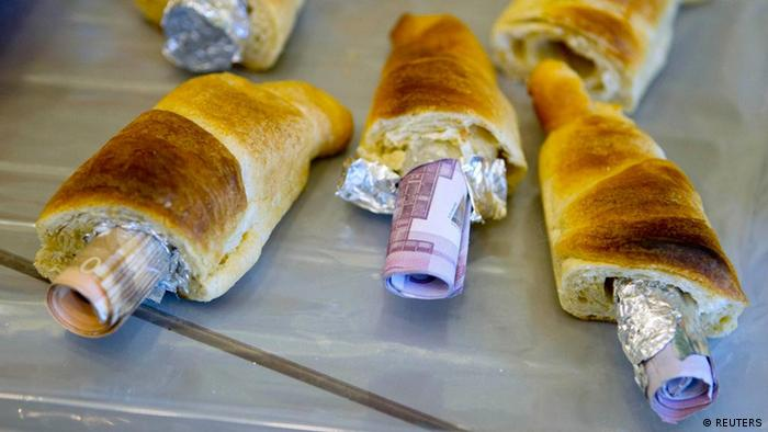 Money concealed in pastries that the German customs agency Zoll seized (photo: REUTERS/Thomas Peter)