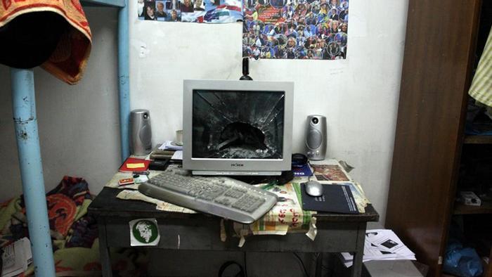 Ein Computermonitor mit zersplitterterter Scheibe (Foto: AP photo)