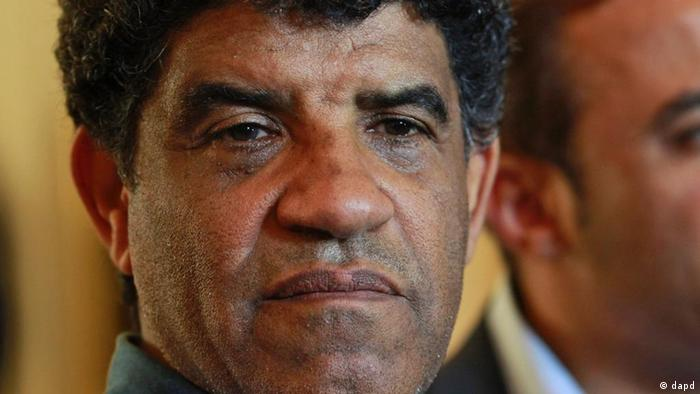 In this photo taken on a government-organized tour, Abdullah Al-Senussi, head of Libyan intelligence, speaks to the press as gunfire erupts all around the Rixos hotel in Tripoli, Libya, Sunday, Aug. 21, 2011. Euphoric Libyan rebels have pushed to the western outskirts of Tripoli without meeting any resistance after they overran a major military base that defends the capital. (Foto:Dario Lopez-Mills/AP/dapd)