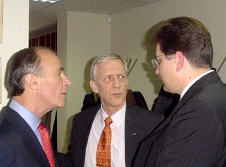 EU-Sonderbeauftragter Jacobovits de Szeged, William H. Hill, Leiter der OSZE-Mission, und Außenminister Andrei Stratan (v.l.n.r.)
