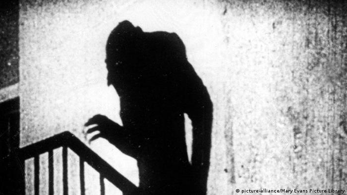 A scene from the movie Nosferatu with Max Schreck (picture-alliance/Mary Evans Picture Library)
