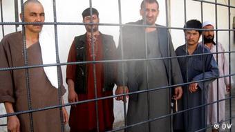 Bilder sind von Safi Abdull Hamid, freier Mitarbeiter der DW-Afghanistan-Redaktion, am 17.03.2012 in Mazari-sharif gemacht worden. Auf dem Foto sieht man Häftlinge im Gefängnis der Provinz Balkh Afghanistan.