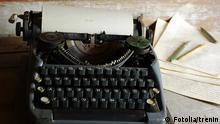 Old typewriter Bild: Fotolia/trenin #33063744