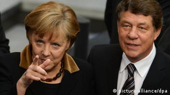 Angela Merkel and Otto Rehagel (photo: Oliver Lang/dapd)