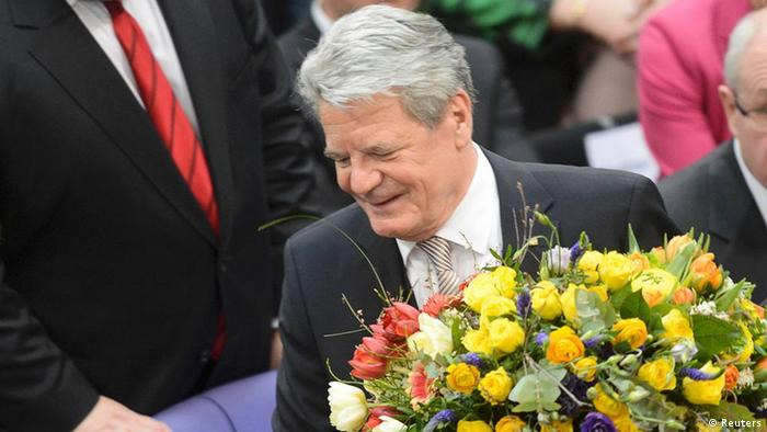 Joachim Gauck holds flowers after he was elected German president at Germany's Federal Assembly in Berlin, March 18, 2012. German lawmakers elected Joachim Gauck, a former Lutheran pastor and human rights activist from communist East Germany, as president of the European Union's largest country on Sunday by a large majority in a first round of voting. REUTERS/Fabian Bimmer (GERMANY - Tags: POLITICS ELECTIONS)