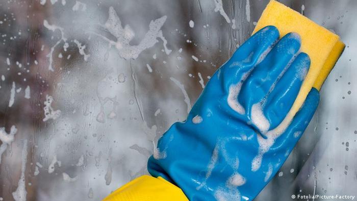 Putzen Scheibenreinigung Fenster Schwamm