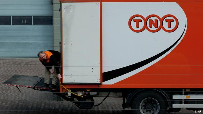 A TNT delivery truck is seen in Hoofddorp near Amsterdam, Netherlands (Photo:Peter Dejong/AP/dapd)