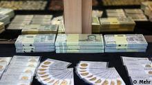 در یک سال گذشته نرخ ارزش ریال در مقایسه با دلار تقریباَ نصف شده است