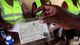 Segundo Kumba Ialá, um mesmo cartão eleitoral teria sido usado por várias pessoas, configurando sufrágio fraudulento