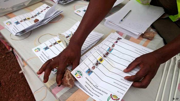 Contagem dos boletins de voto em Bissau
