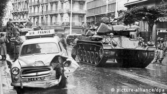 H αποικιοκρατία αποτελεί μελανό κεφάλαιο στη γαλλική ιστορία - Εικόνες από τον πόλεμο της Αλγερίας το 1960
