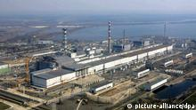 FILE - A general view of the Chernobyl nuclear power plant, Wednesday 26 April 2006. EPA/MYKOLA LAZARENKO / POOL (zu dpa: Ukraine öffnet Tschernobyl für Touristen vom 21.12.2010) +++(c) dpa - Bildfunk+++