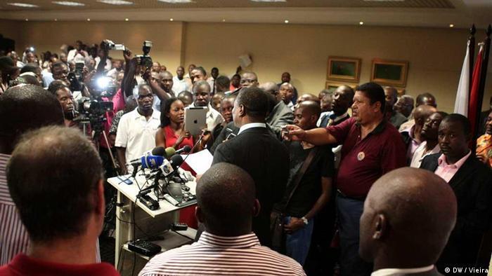 Fundação do partido CASA, em Angola, por Abel Chivukuvuku