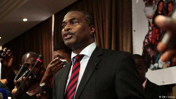 Abel Chivukuvuku durante fundação da CASA-CE