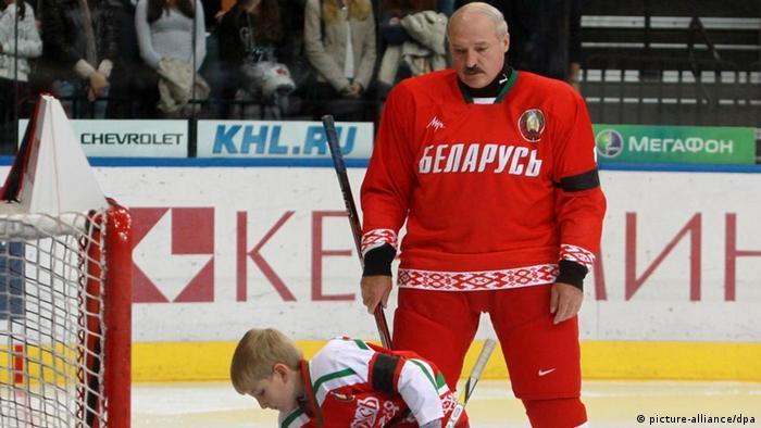 Лукашенко на хоккейной площадке