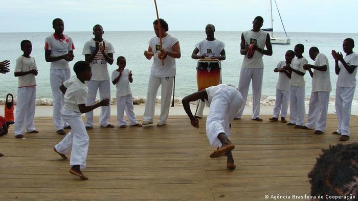 Apoio a projetos sociais: capoeira em São Tomé e Príncipe