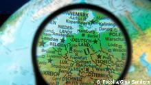 Symbolbild Deutschland unter der Lupe © Gina Sanders - Fotolia.com