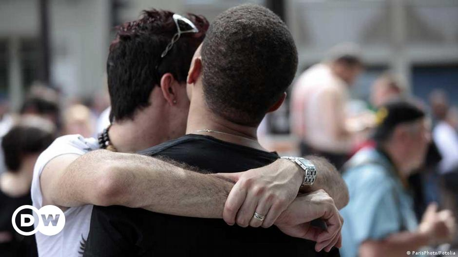 Rijeci gay okupljališta u Konkurs Miksera
