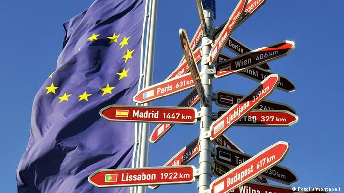 European flag with directional sign (montebelli - Fotolia.com)