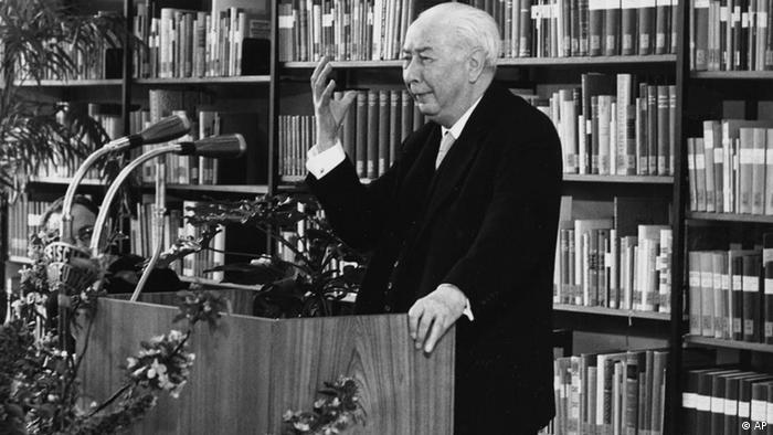 Theodor Heuss durante discurso