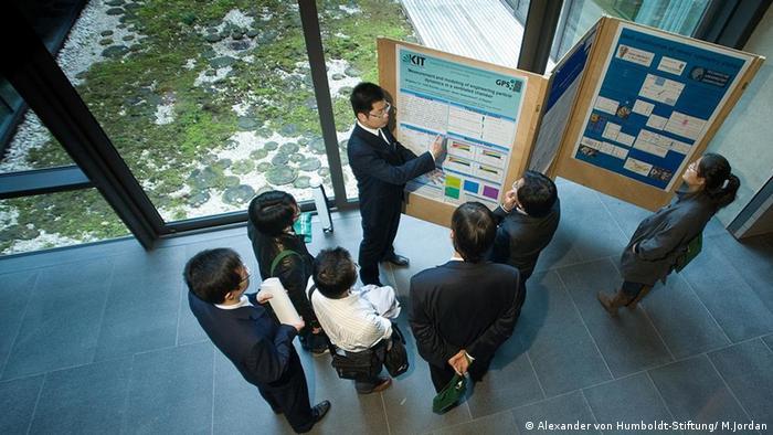 Die Humboldt-Stiftung fördert Forschungsaufenthalte für ausländische Wissenschaftler